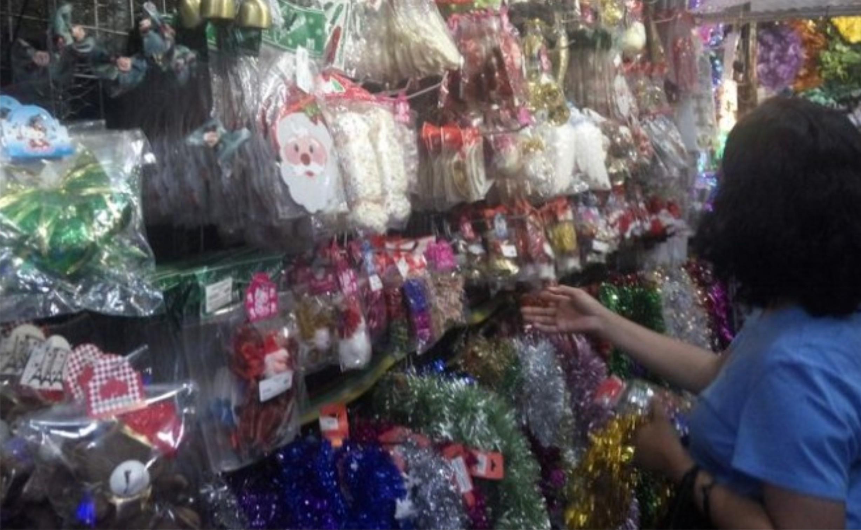 Berburu Aksesoris Natal di Pasar Asemka, Lengkap dan Murah