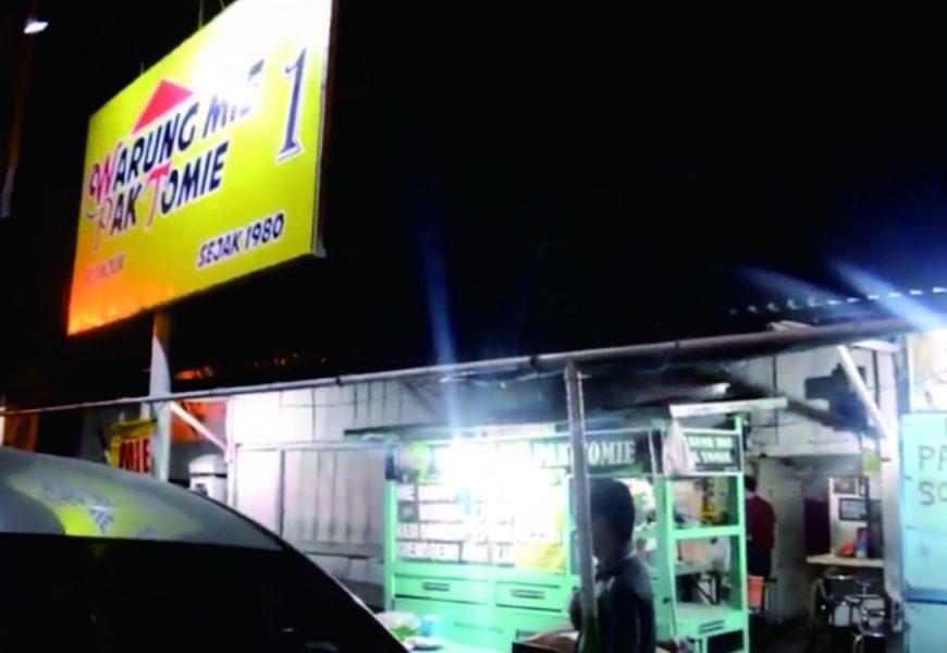 Kenapa Pelanggan Rela Antri di Warung Mie Pak Tomie Nganjuk?