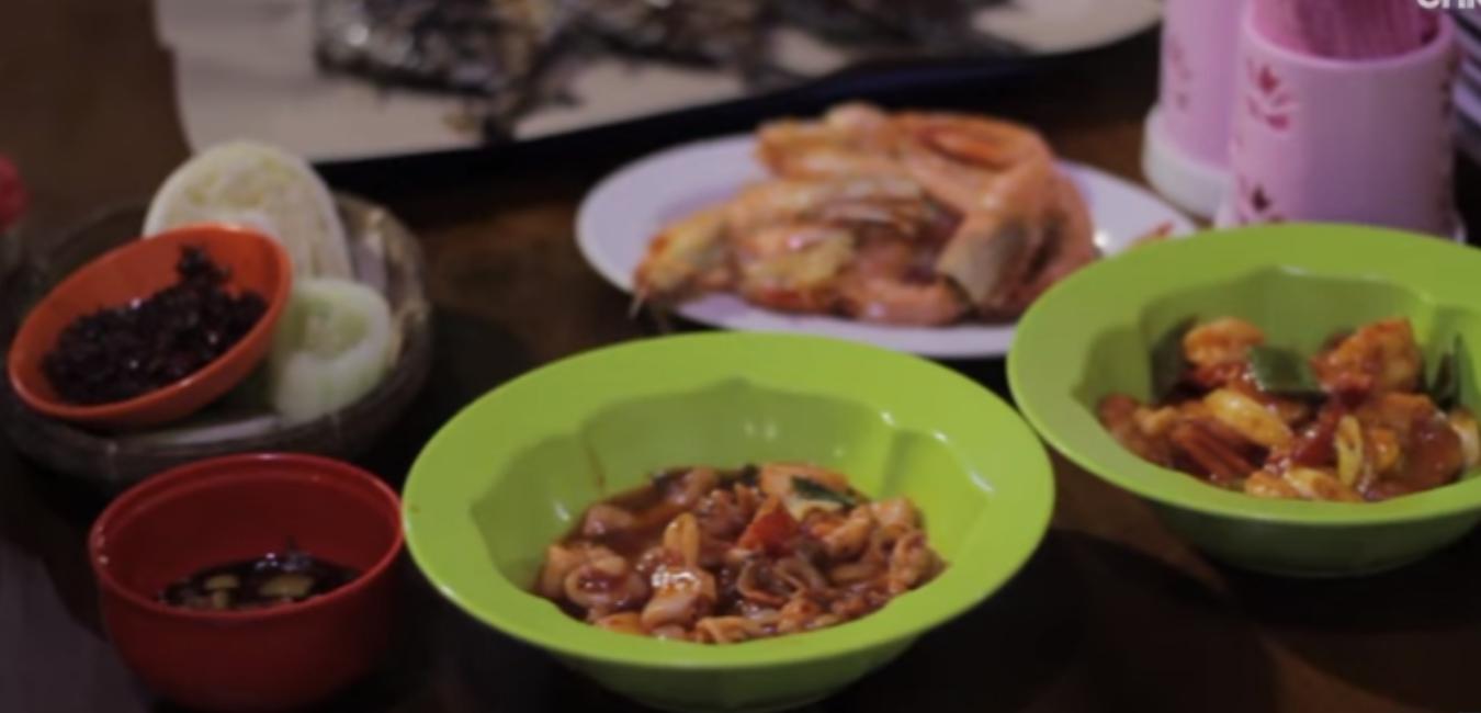 Nikmatnya Menyantap Seafood di Rumah Makan Lesehan Ikan Bakar 70