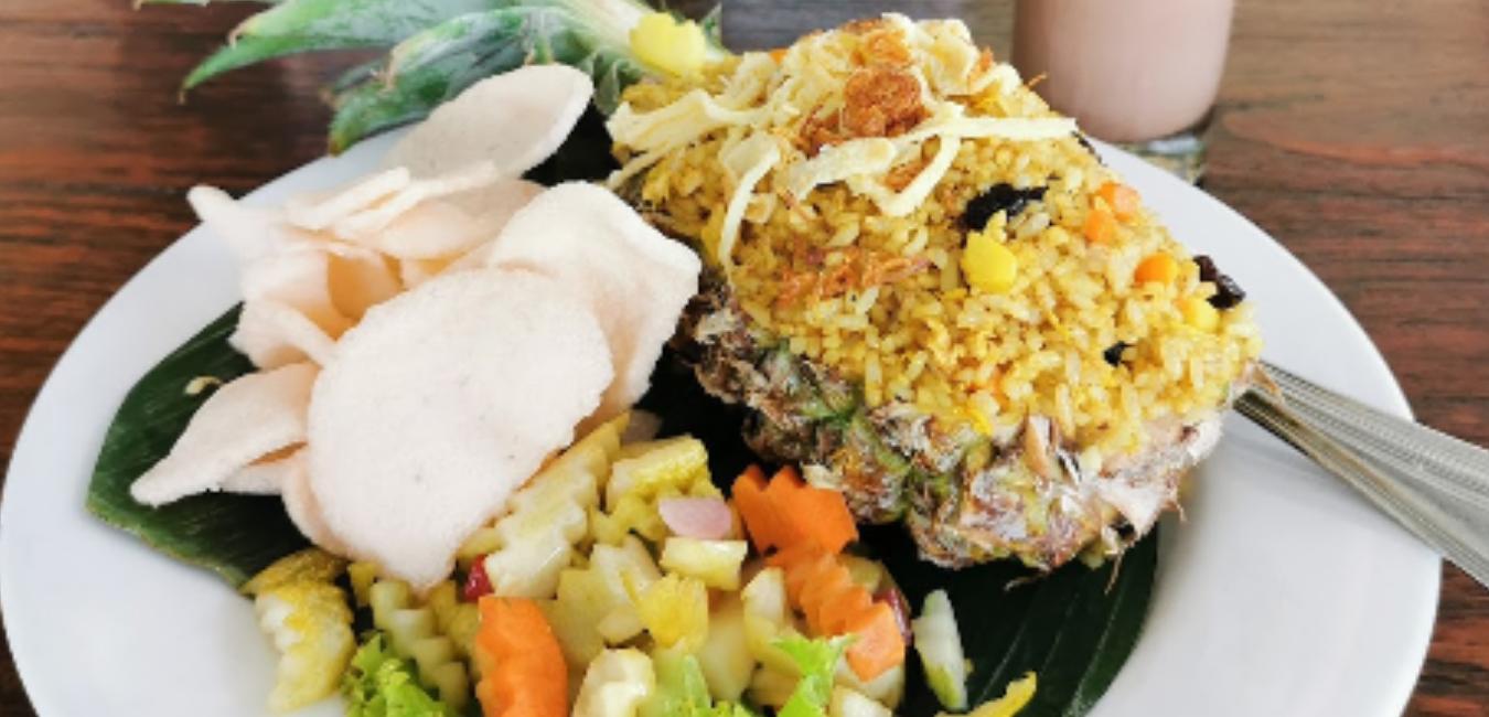 Grand Garden Resto Cafe, Sensasi Nuansa Klasik di Tengah Kebun Raya