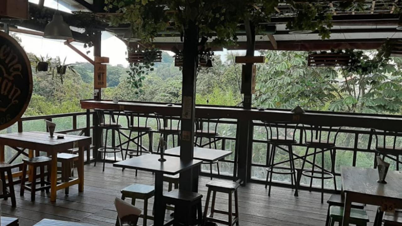 Jalan-jalan Sambil Menyantap Hidangan Lezat di Waroeng Taman Bogor