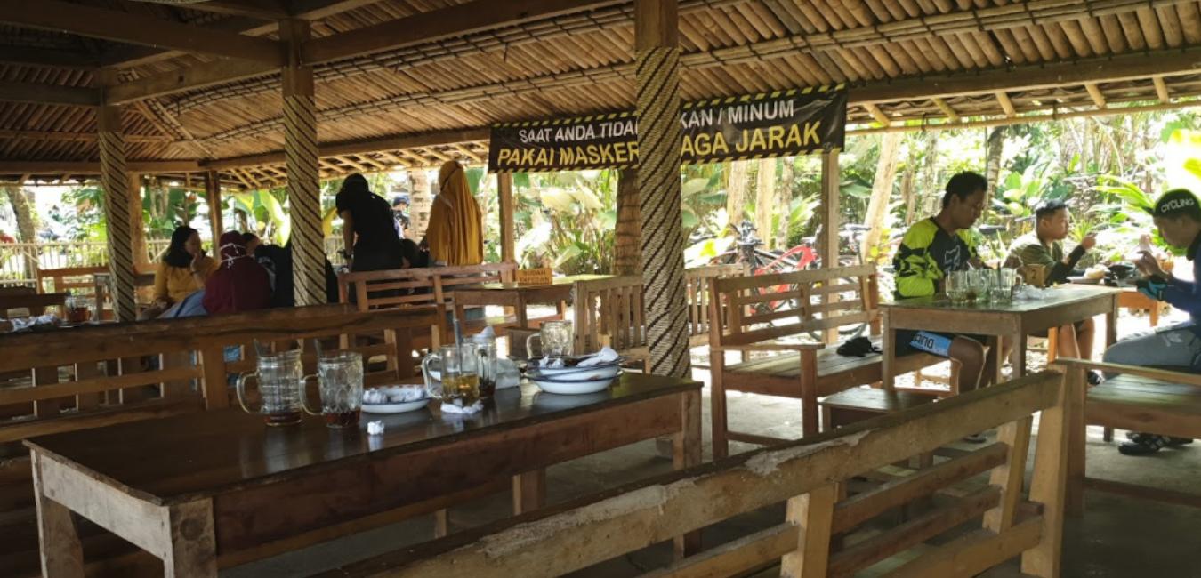 Geblek Pari Nanggulan: Kuliner 'Ndeso' Pinggir Sawah yang Istimewa