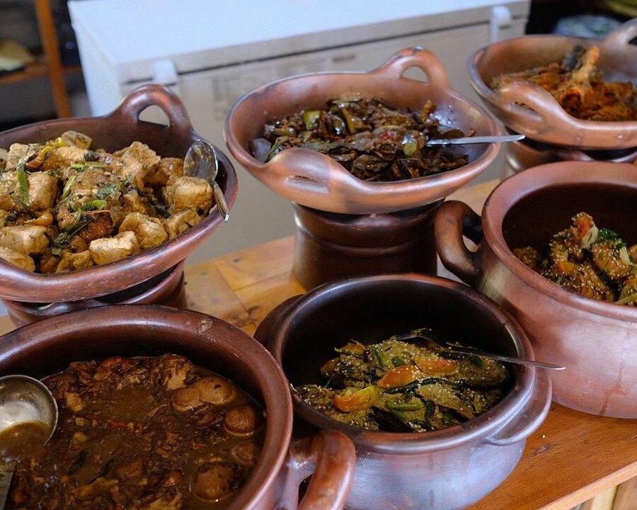 Tumpeng Menoreh: Makan-makan Sekaligus Wisata di Puncak Bukit