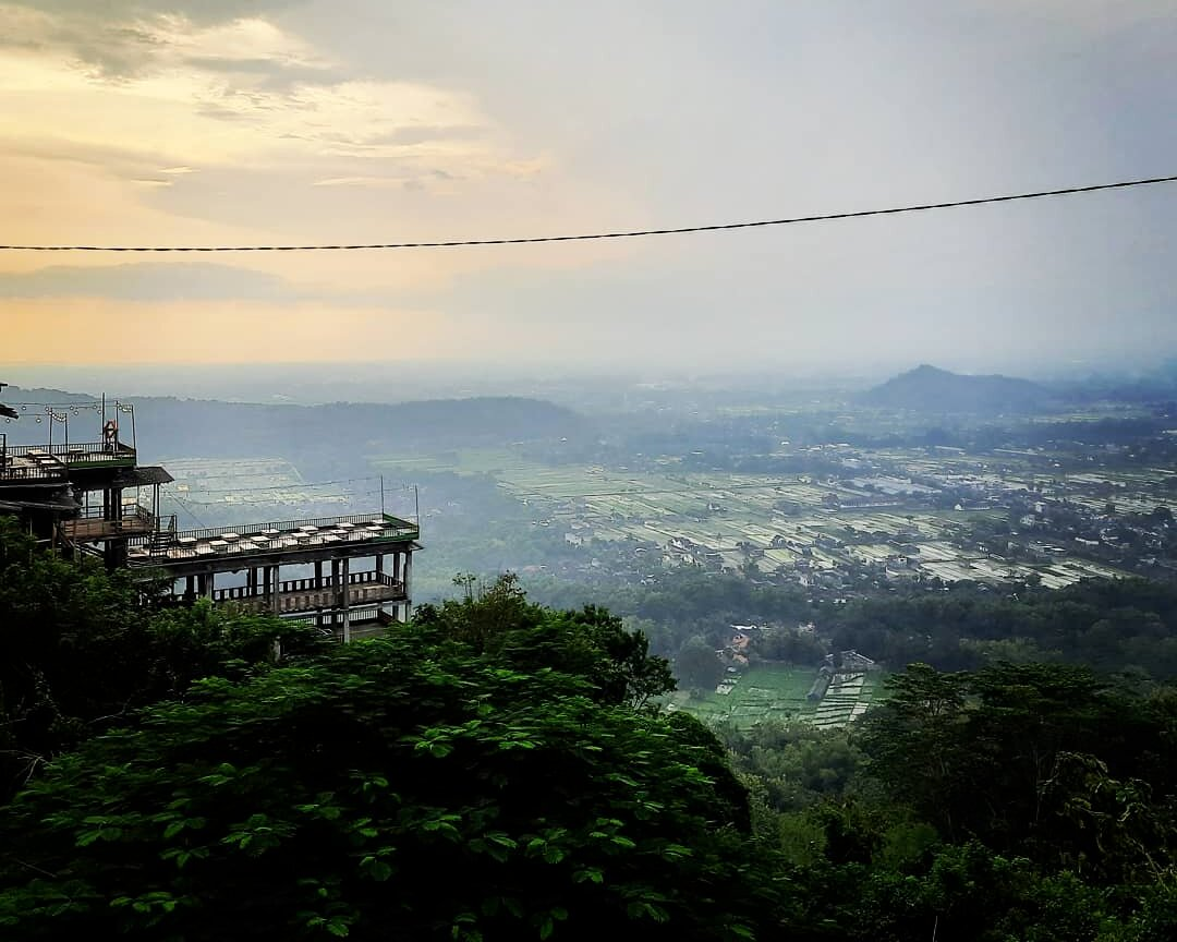 """Bukit Bintang Yogya, Pesona """"Kota Gudeg"""" dari Ketinggian Bukit"""