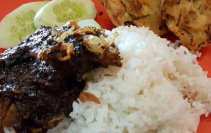 Nasi Bebek Mak Isa Cipinang: Bumbu Meresap dan Pedasnya Mantap!